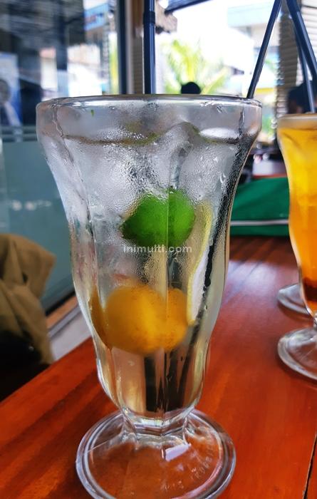 es tiga asam minuman khas singkawang