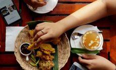 Permalink ke Cangkrukan ala Luminor Hotel Jemursari Surabaya, Pilihan Menunya Cuma Rp 10.000, Apa Saja Ya?