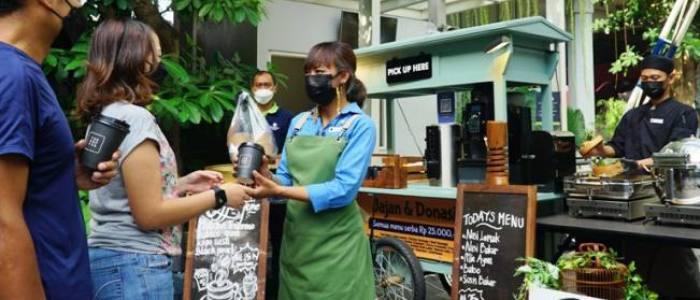 Hotel Bintang 5 Ini Tawarkan Kesempatan Jajan Sambil Donasi untuk Nakes di Program Nom Nom Serba Rp 25.000