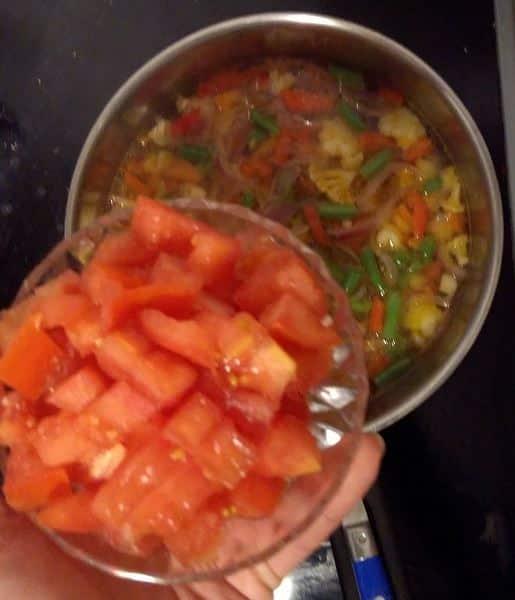 recette-soupe-de-légumes-tomates