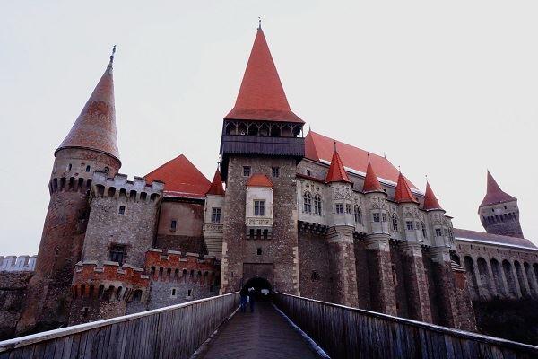 chateau-de-hunedoara-transylvanie-en-hiver