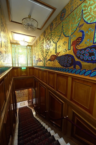 palais-ceausescu-bucarest-couloir-luxe