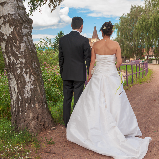 Photo d'illustration de l'article à propos de la préparation de la séance photo de couple lors d'un mariage.