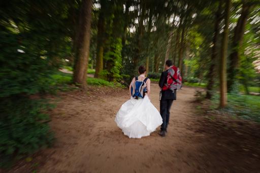 Exemple de photo de couple mettant en scène la passion des mariés.