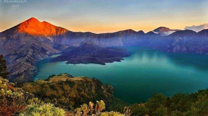 Sebab, pentingnya bagi beberapa agama besar dunia dan letaknya yang berada di persimpangan geografis strategis antara … Kumpulan Foto / Gambar Pemandangan Alam Indah di Indonesia