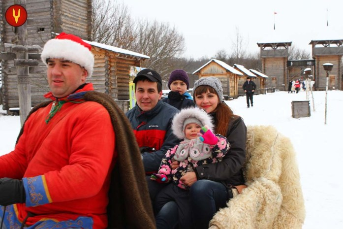 winter_family_riding