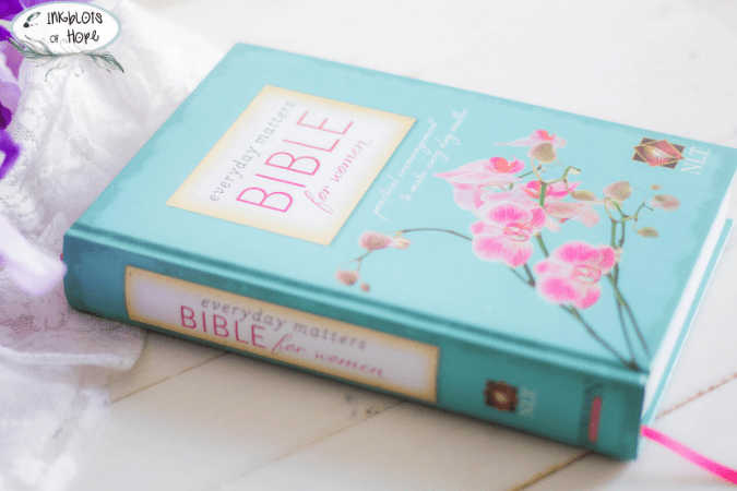 NLT Everyday Matters Bible for Women // #NLTEverydayMattersBibleforWomen #WomensBible #BibleForWomen #WomenOfTheWord #ChristmasGiftIdea #ChristmasGift #Faith #GiftIdea #StudyTheWord #BibleHelps