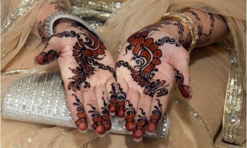 How to Get a Deep Mehandi Color