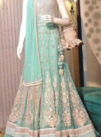 amazing-lehngas-for-girls-for-ladies-sangeet
