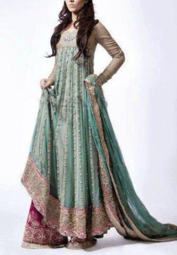 latest-lehngas-for-ladies-sangeet