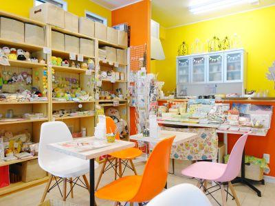 ことりカフェ吉祥寺の内装・座席と商品コーナー