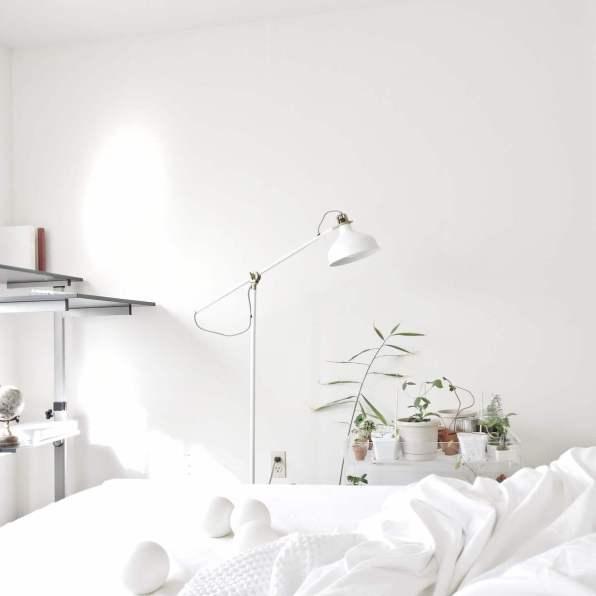 habitación totalmente blanca