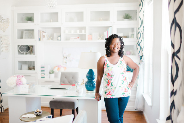 A Cheery Home Office Keeps a Wedding Planner Inspired (10 photos)