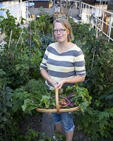 allotment_woman_200_24630