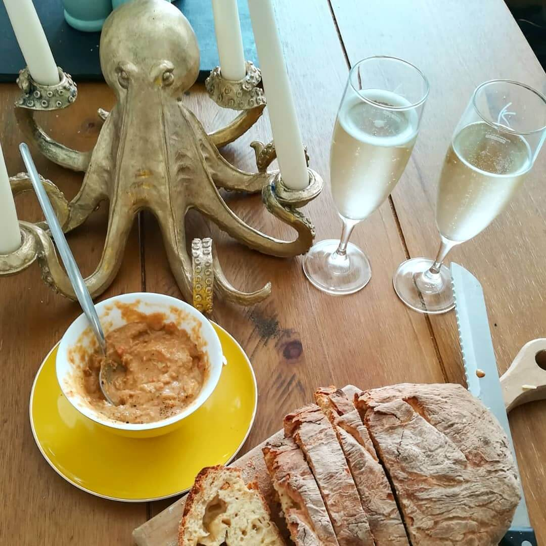 Scrummy Sunday brunch. Crab courtesy of @themermaid100. Homemade bread courtesy of @mofo_84