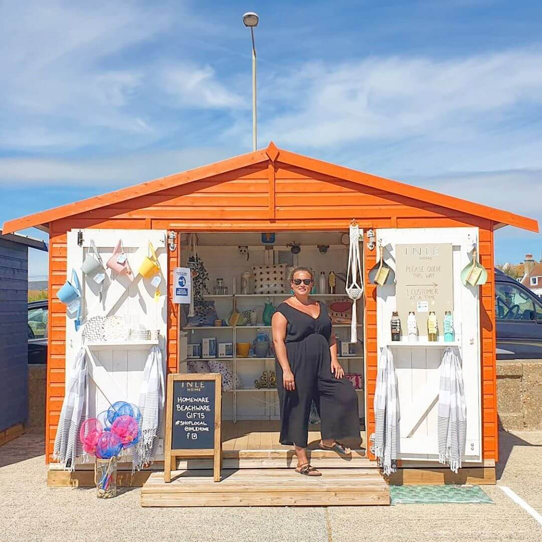 💛 Summer is officially here! It's due to be a scorcher this week too. 💛 . 🧡 Fortunately this gorgeous little beach hut is in the perfect spot, in the sunniest place in the UK! 🧡 . ❤ Come on down to Seaford, grab a bucket & spade, bamboo plates & cups, and a hammam towel and let the begin