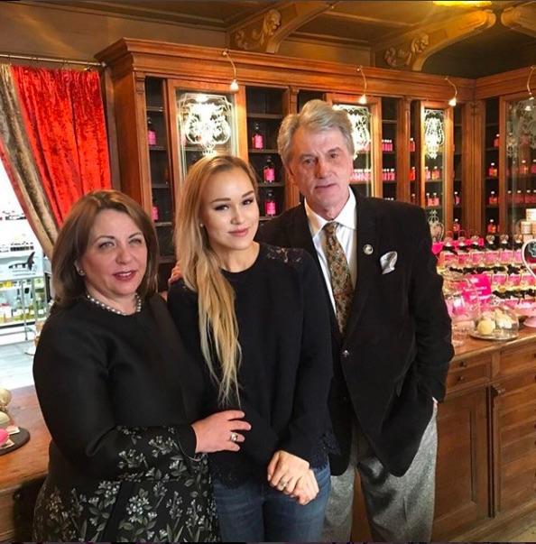 Віктор Ющенко з дружиною святкує 8 березня у Львові