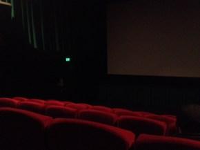 Gelap ( ini dalamnya bioskop )