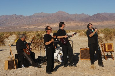 Howling Dogma - A rock band in the middle of the desert
