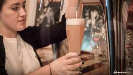 La cerveza, parte el disfrute del lugar.