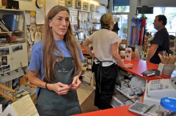 Lynn Macy of Pet Place - Pet Supplies in Menlo Park