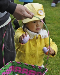 Easter egg hunt in Menlo Park