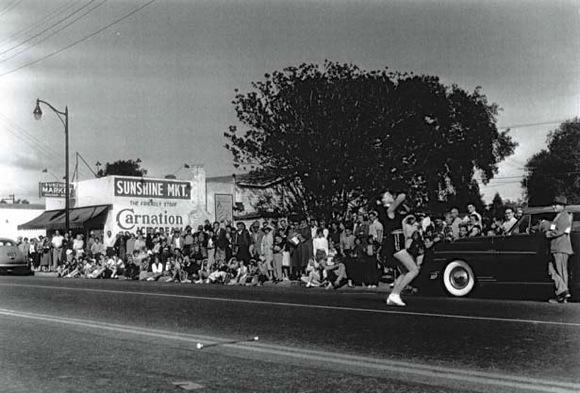 parade on Santa Cruz Avenue in the 1950s
