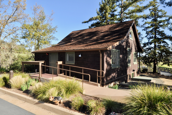 wooden-house-in-blue-oaks-subdivision_2-1