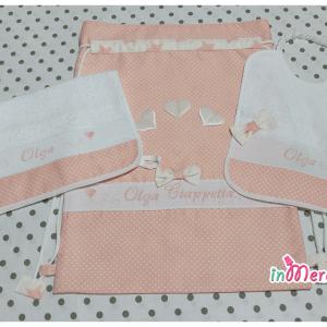 Set asilo pois con fiocco – Sacco, bavetta e asciugamano