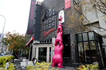 【台中西屯】Bearbar熊吧餐酒館,餐點好吃用料不手軟,有兒童遊戲室,還有兩層樓高的溜滑梯,是設施好玩,料理用心的親子餐廳。