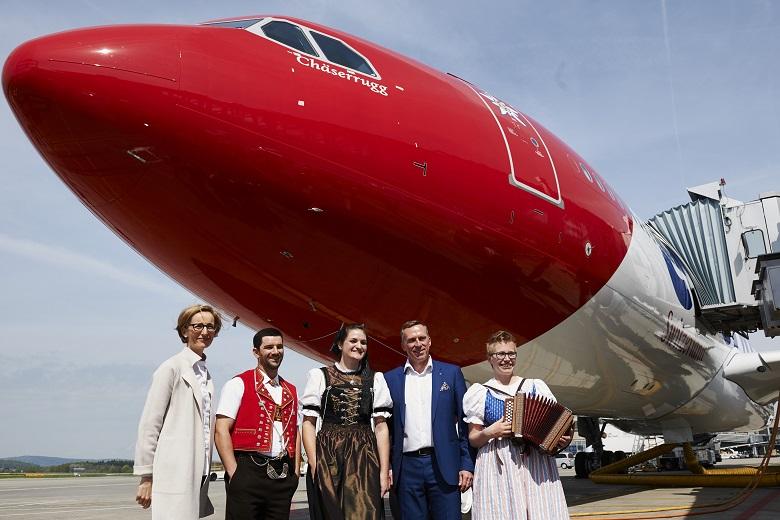 Edelweiss Flugzeugtaufe mit Melanie Eppenberger und Bernd Bauer