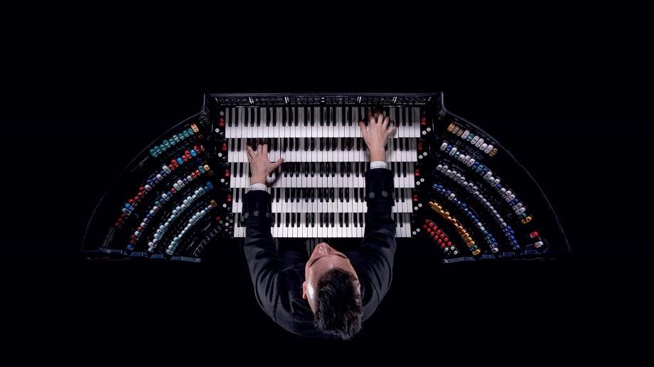 Cameron Carpenter an seiner selbstgebauten Orgel
