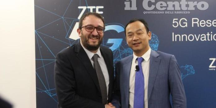 Il sindaco Pierluigi Biondi con Hu Kun, amministratore delegato di Zte Italia
