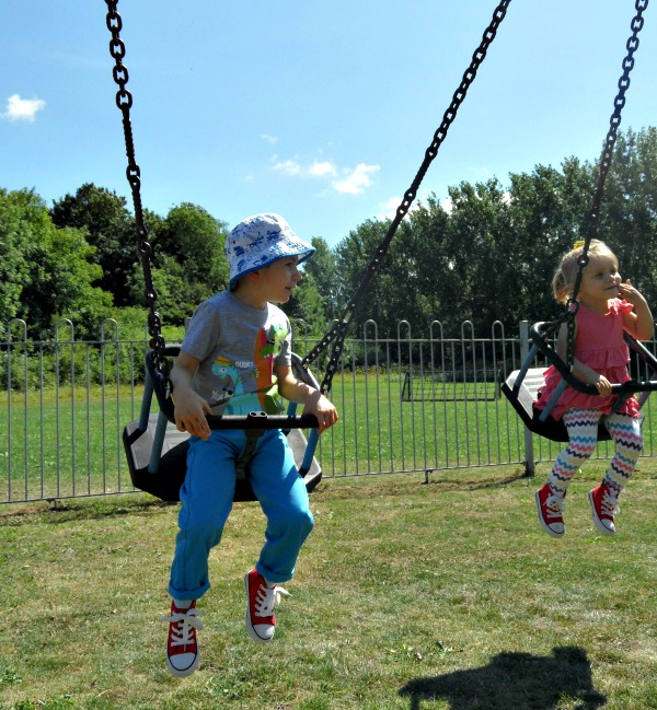 KIDS_ON_SWINGS