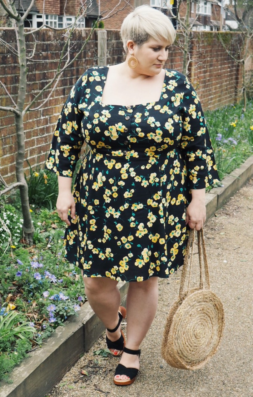 Dark Floral dresses and how they can be worn through all seasons teaming up with Simply Be for this Plus Size Outfit Inspiration