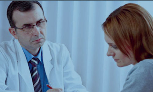 Patient-consulting-with-doctor