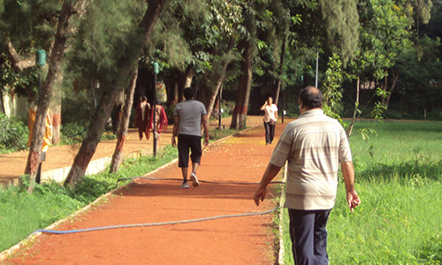 People-jogging-in-the-park