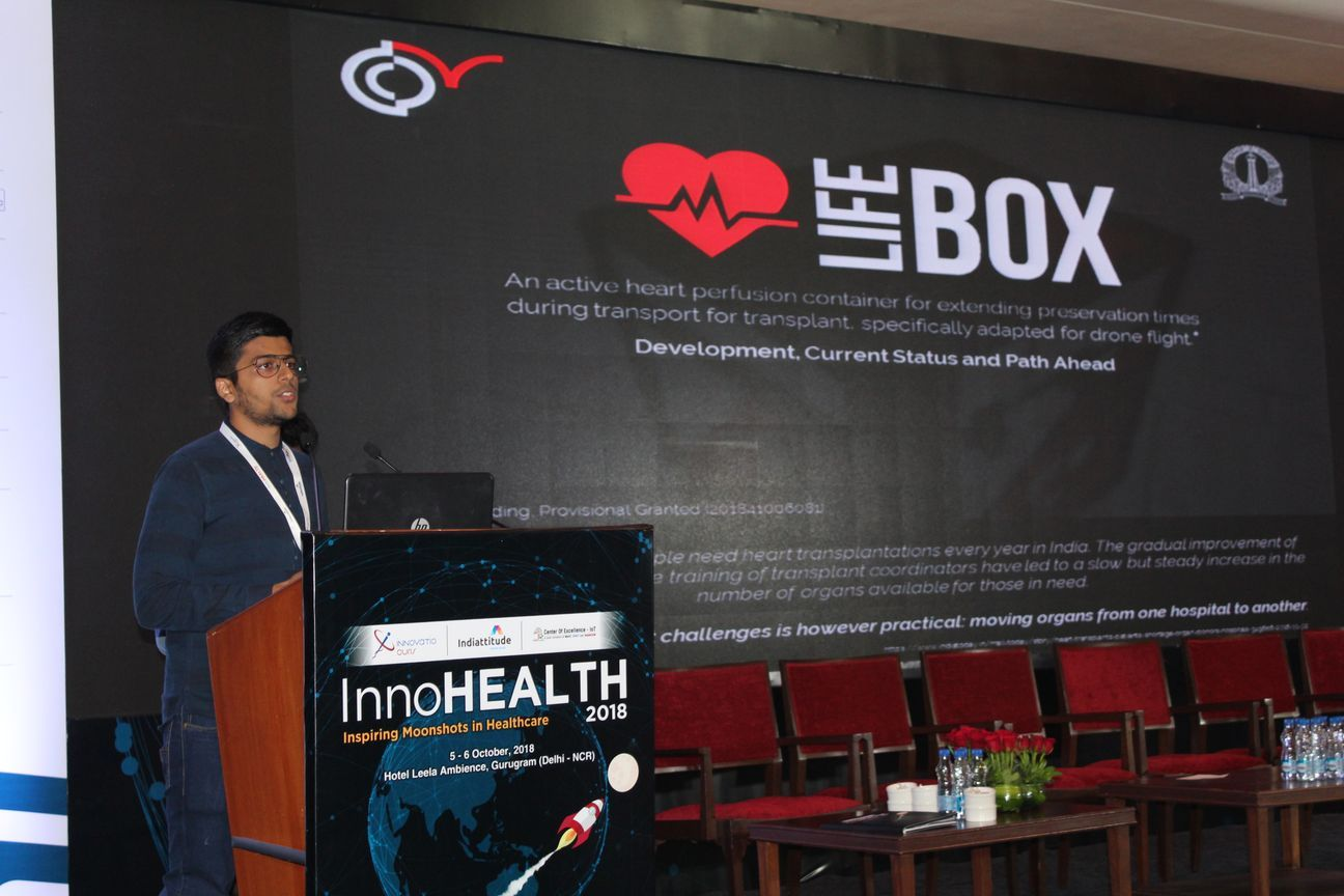 2.-Deval-Karia-presents-his-innovation-on-LifeBox-in-the-Young-innovators-award-session-at-InnoHEALTH-2018
