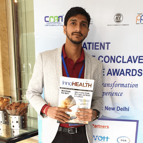 Shivank-Khandelwal-holding-the-InnoHEALTH-Magazine-at-Patient-Experience-Conclave-and-Awards-2019