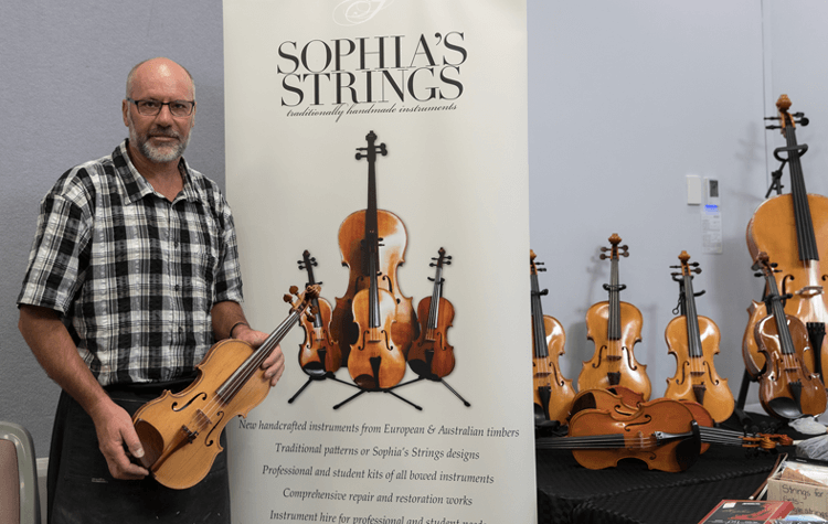 Peter Reid luthier at RRSS in 2017