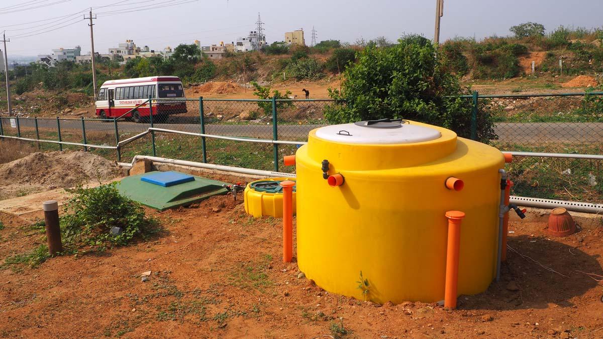 INNOQUA India demo site installation: transition tank, daphniafilter & lumbrifilter