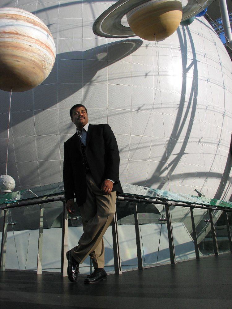 """Shown: Neil deGrasse Tyson, astrophysicist and director of the American Museum of Natural History's Rose Center and Hayden Planetarium, hosts NOVA's four-part miniseries """"Origins,"""" airing September 28 & 29 on PBS. Credit: Daniel Deitch 2004"""