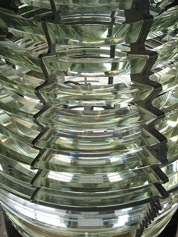 English: The fresnel lens system in the Soderskar lighthouse. (Photo credit: Wikipedia)