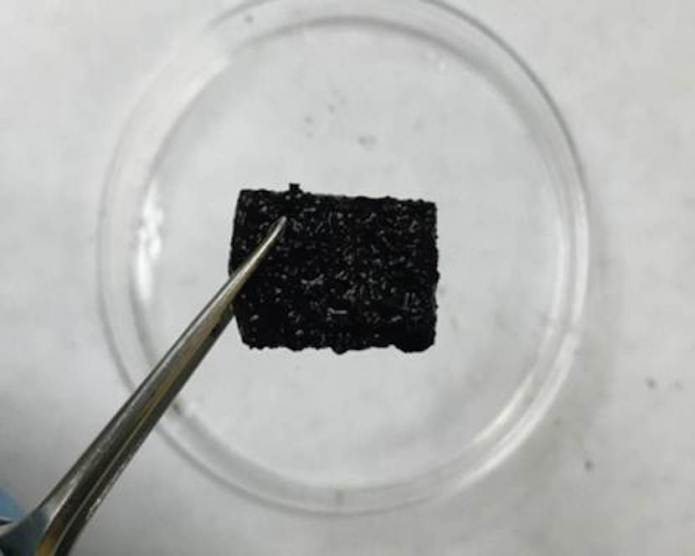 Self-repaired supergel supports its own weight after being sliced in half.