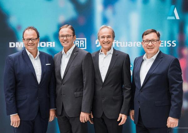 Von Links: Christian Thönes, CEO DMG Mori AG; Ralf W. Dieter, CEO Dürr AG; Karl-Heinz Streibich, CEO Software AG; Thomas Spitzenpfeil, CFO/CIO Carl Zeiss AG (Quelle: PM Software AG)