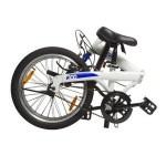 Le vélo pliable B-fold de la marque Btwin adapte sa géométrie pour être transporté plus facilement.