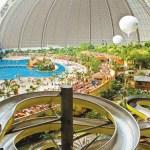 Le parc Tropical Island en Allemagne est couvert pour être ouvert toute l'année.