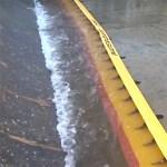 Le barrage Water-Gate se gonfle tout seul grâce à la force du courant : utilisation d'une ressource proche.