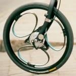La roue LoopWheels est constituée de lames élastiques en matériau composite offrant les performances d'une suspension.
