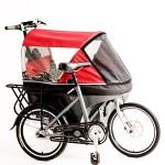Cette poussette Wicycle se transforme en vélo grâce à une articulation sur la structure.